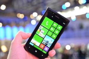 dien-thoai-Lumia 720